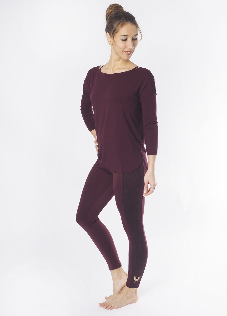 Kismet Aila long sleeve Top mystic look on model
