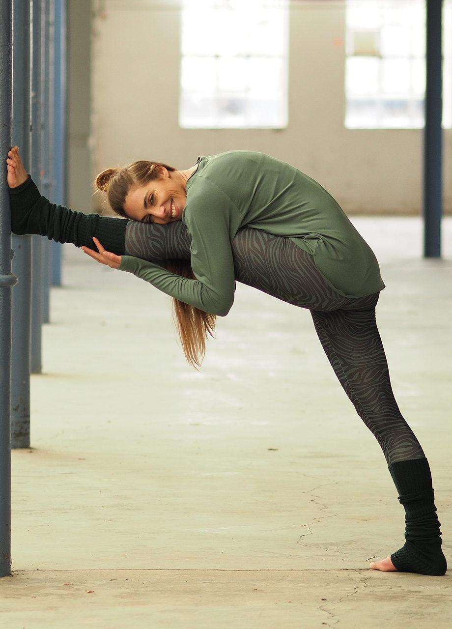 Kismet-Yoga-Longsleeve-Amun-jade-front