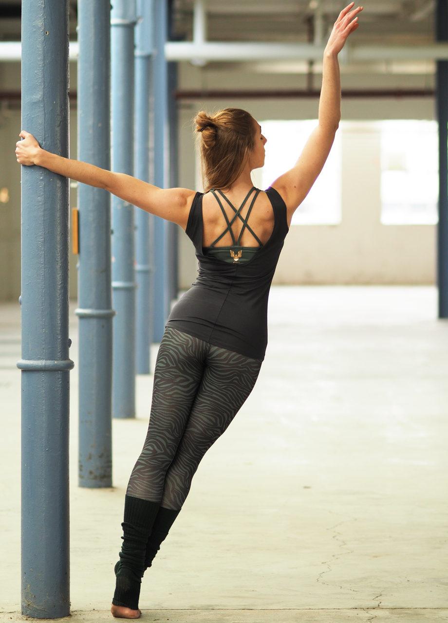Kismet-Yoga-Tank-Sati_Yoga-Leggings-Ganga-Deep-Jade-Zebra-back-dance-mood