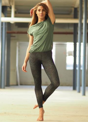 Kismet-Yoga-Tee-Jiva-jade-front