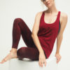 Yoga Tank Aja OM - Grape side sitting 4